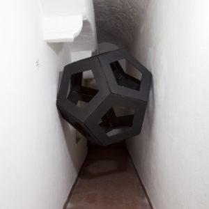 lo-scapolo-2013-legno-e-cerniere-di-metallo